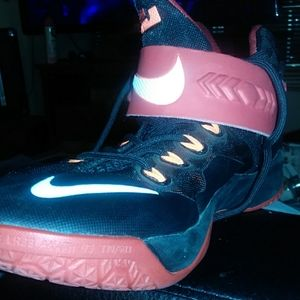 2014 Nike Zoom Lebron Basketball Shoes (7Y)